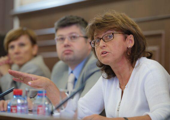 Главный Санитарный врач ввела в Москве обязательную вакцинацию в сфере услуг