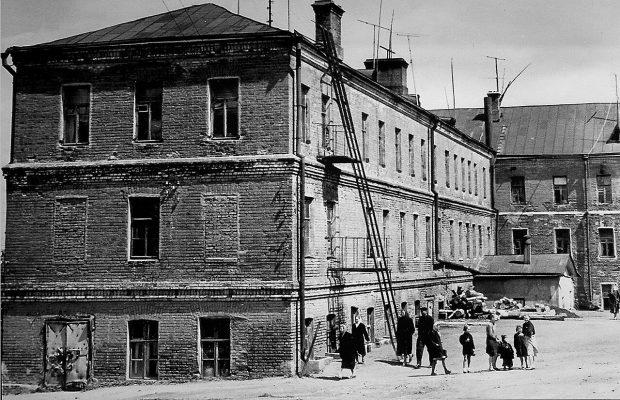 Многие считают, что самое старое здание в Троицке – это двухэтажный бывший жилой дом (Нагорная, 2)