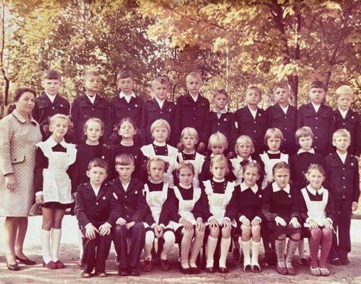 Первый класс Троицкой средней школы N2 (1976-77 учебный год)